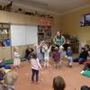 Děti z klubu Šneček se se zvířátky kamarádí