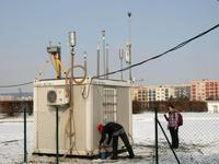 Hlavní měřící stanice projektu CENATOX na Severním sídlišti v MB, foto: Jan Bendl, PřF UK Praha