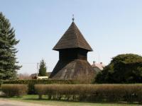 1 - PERLA: Dřevěná zvonice v H.Stakorech.